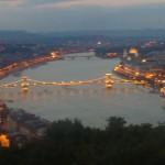 rozsvietený Reťazový most