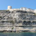 Bonifacio a schody vytesané do skaly